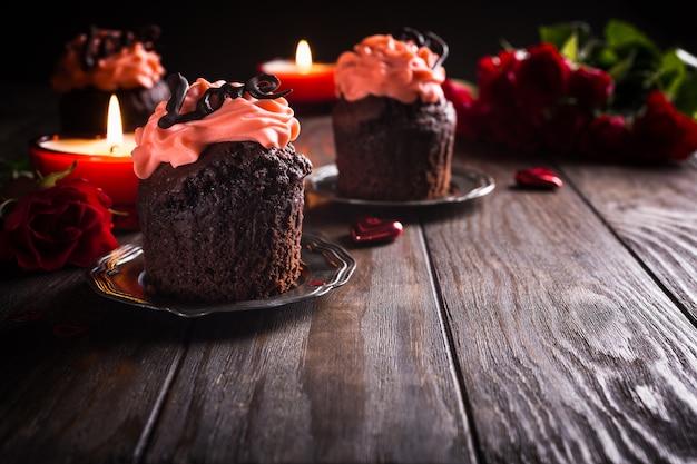 Piękny czekoladowy cupecake z sercem
