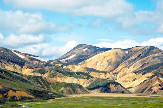 Piękny i kolorowy krajobraz górski w landmannalaugar