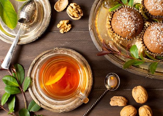 Piękny i pyszny deser z herbatą