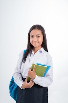 Piękny indonezyjski uczeń gimnazjum
