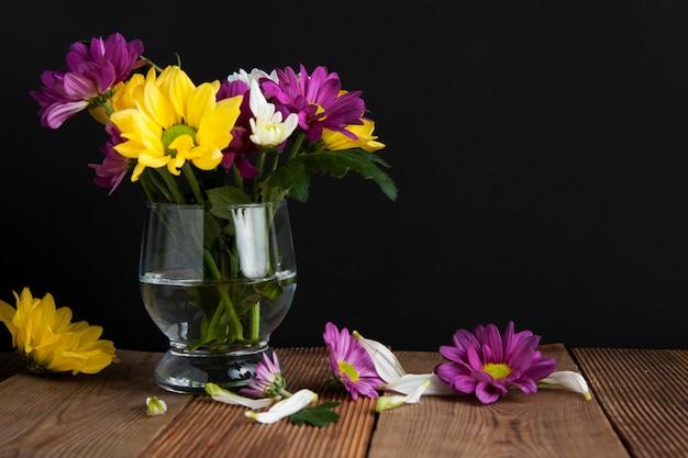Piękny jesień bukiet kwiatów chryzantemy.