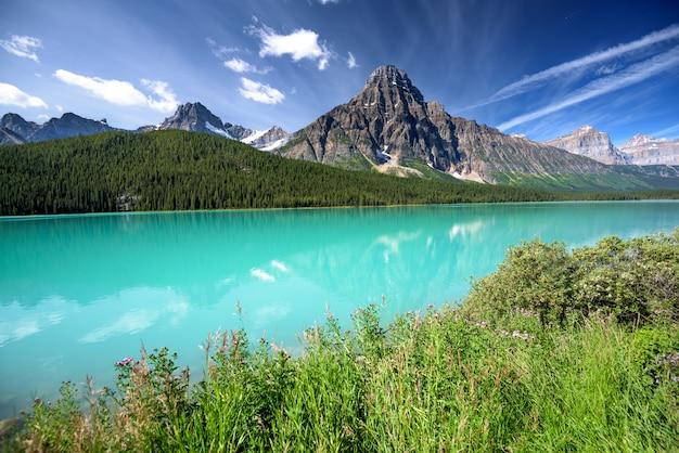 Piękny jezioro w banff parku narodowym, alberta, kanada