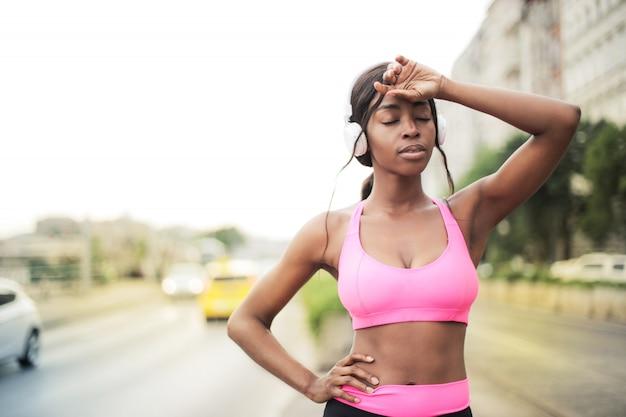 Piękny jogger afro