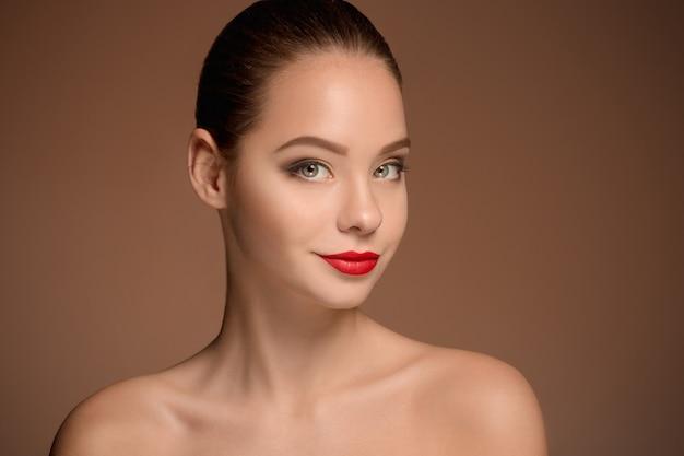 Piękny kobiety twarzy portreta zakończenie up