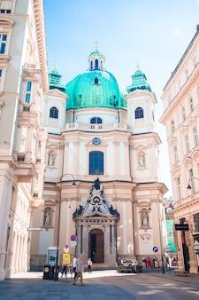 Piękny kościół św. piotra w wiedniu, austria