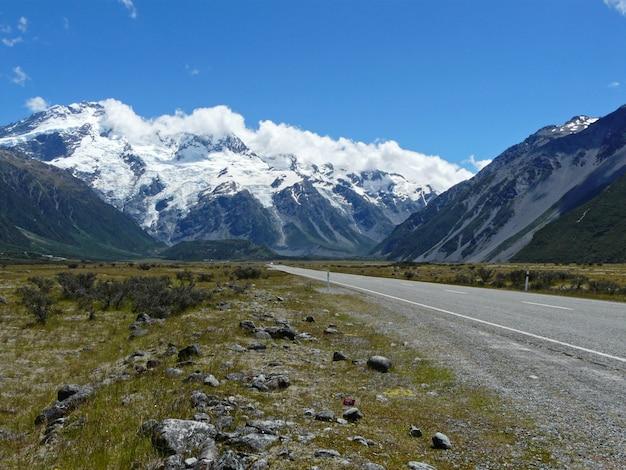 Piękny krajobraz gór andów, dystrykt araucania, wulkan lonquimay, callaqui, chile, ameryka południowa