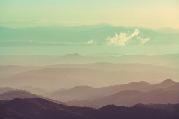 Piękny krajobraz gór w kostaryce, ameryka środkowa