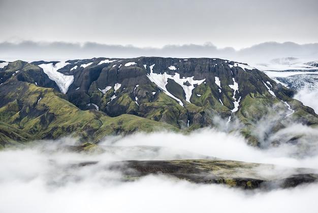 Piękny krajobraz górski w islandii