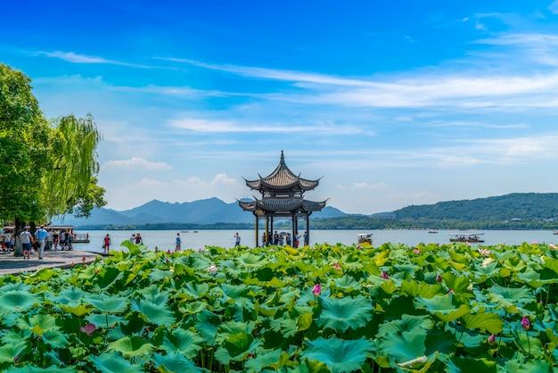 Piękny krajobraz i architektoniczny krajobraz w zachodnim jeziorze, hangzhou
