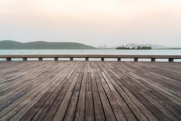 Piękny krajobraz jeziora yulong w xuzhou
