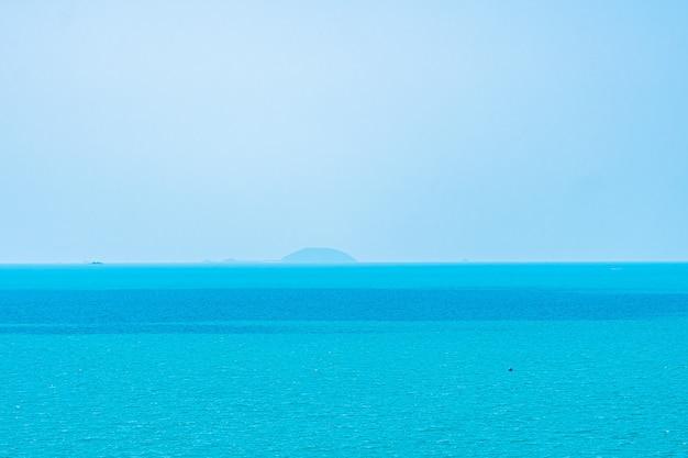 Piękny krajobraz morza i oceanu na tle przyrody