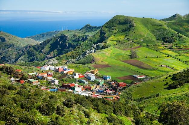 Piękny krajobraz przyrody na teneryfie w hiszpanii. niesamowita dzika przyroda w europie.