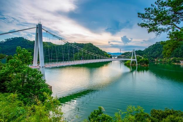 Piękny krajobraz qiandao jezioro w hangzhou