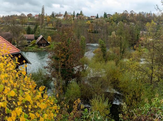 Piękny krajobraz rzeki