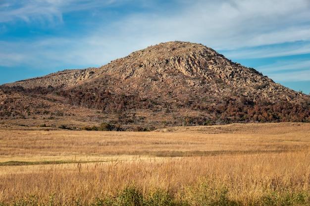 Piękny krajobraz w rezerwacie przyrody wichita mountains, położonym w południowo-zachodniej oklahoma