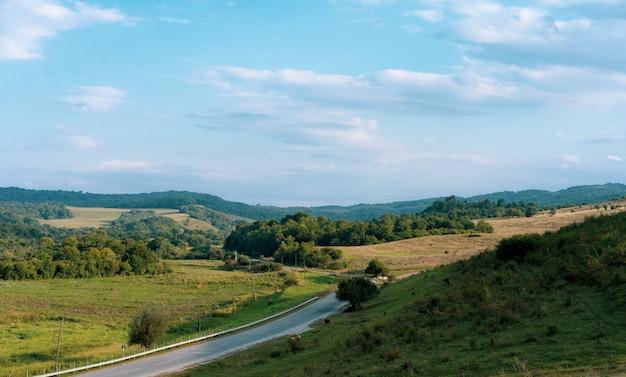 Piękny krajobraz we wrześniu po południu