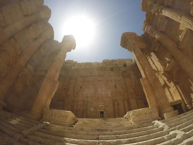 Piękny krajobraz wielkiego starożytnego miasta baalbek. w pobliżu bejrutu, liban na bliskim wschodzie.