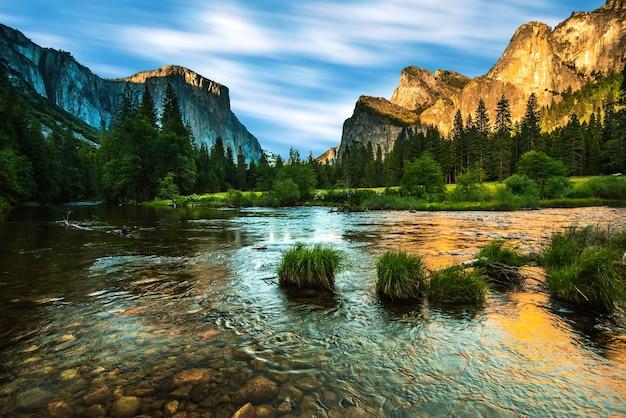 Piękny krajobraz yosemite park narodowy