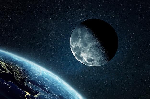Piękny księżyc z kraterami w pobliżu niesamowitej niebieskiej planety ziemi w kosmosie. przestrzeń i orbita, koncepcja