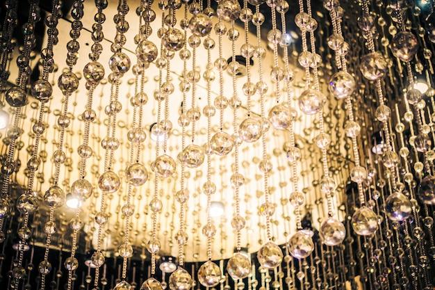 Piękny luksusowy kryształowy żyrandol dekoracji wnętrz