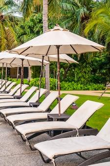 Piękny luksusowy odkryty basen w hotelu i ośrodku