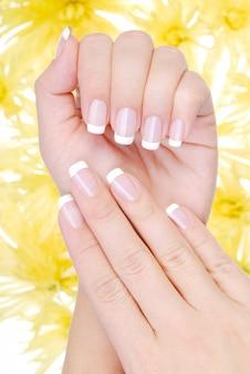 Piękny manicure z francji