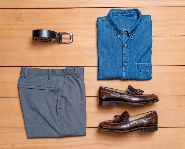 Piękny męski zestaw ubrań i mody