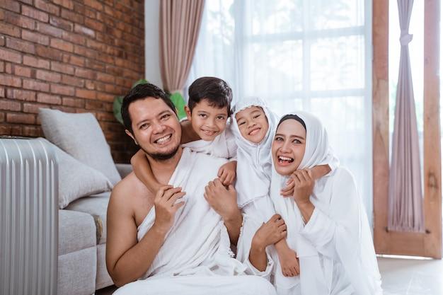 Piękny muzułmański rodzinny hadżdż