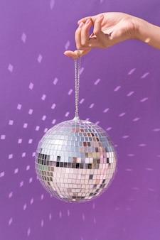 Piękny nowy rok koncepcja z kulą disco
