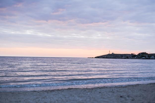 Piękny oceanu krajobrazu światła dziennego widok