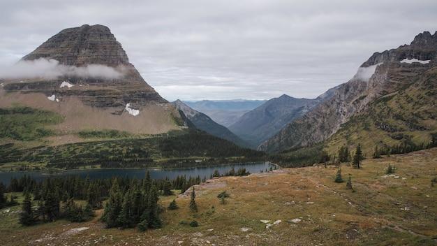 Piękny park narodowy glacier w montanie, usa