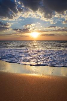 Piękny pejzaż morski. kompozycja natury.