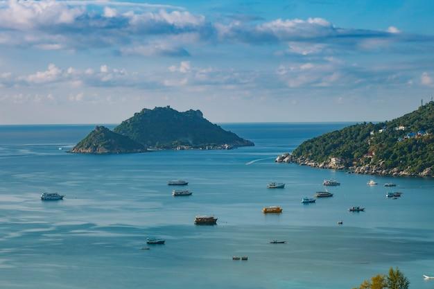 Piękny pejzaż morski portu na wyspie koh tao w surathani na południu tajlandii