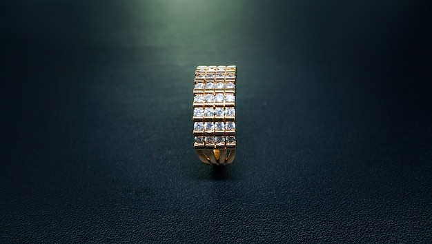 Piękny pierścionek zaręczynowy