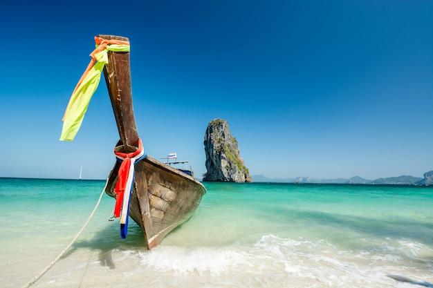Piękny plaża krajobraz w krabi, tajlandia