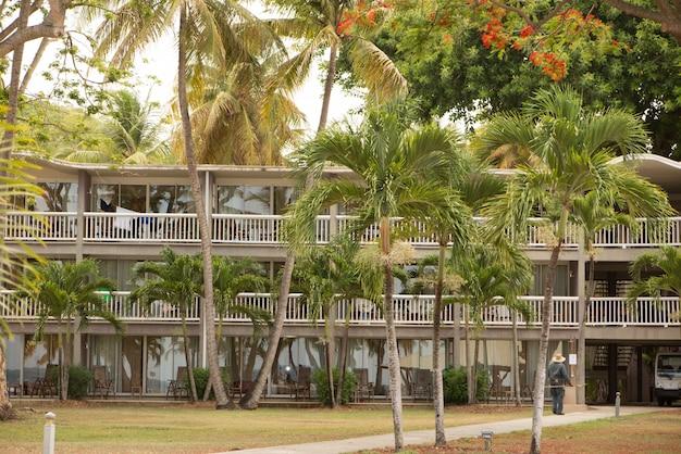 Piękny pokój mieszkalny na tropikalny krajobraz