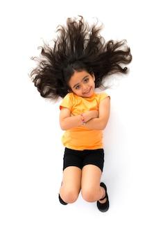 Piękny portret dziewczyny z długimi włosami