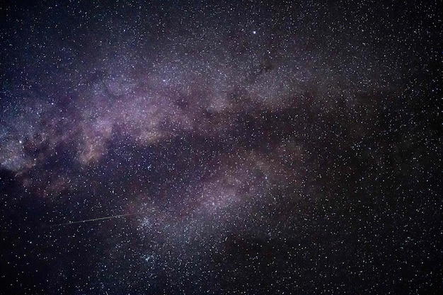 Piękny strzał gwiazd na nocnym niebie