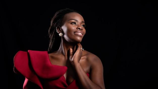 Piękny strzał kobiety afrykańska twarz.