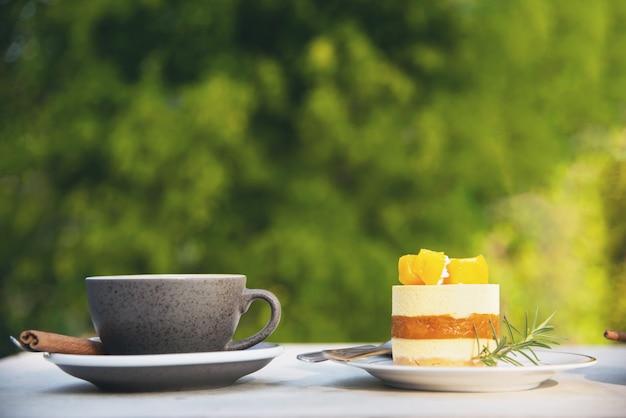 Piękny świeży relaks rano zestaw filiżanka kawy