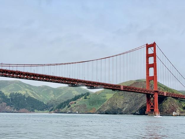 Piękny szeroki strzał z golden gate bridge w san francisco