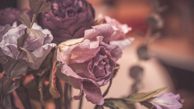 Piękny sztuczny papier fioletowy wzrósł