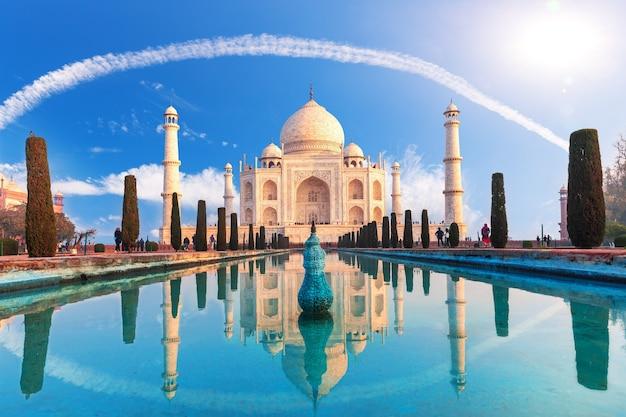 Piękny taj mahal w agrze, uttar pradesh, indie.