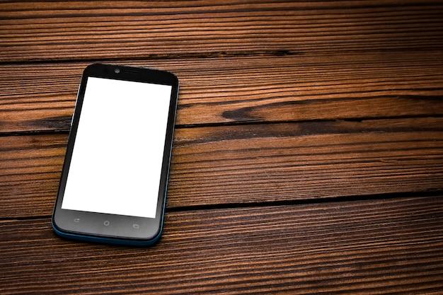 Piękny telefon na drewnianym stole