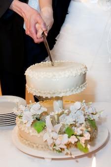 Piękny tort weselny wakacyjny deser