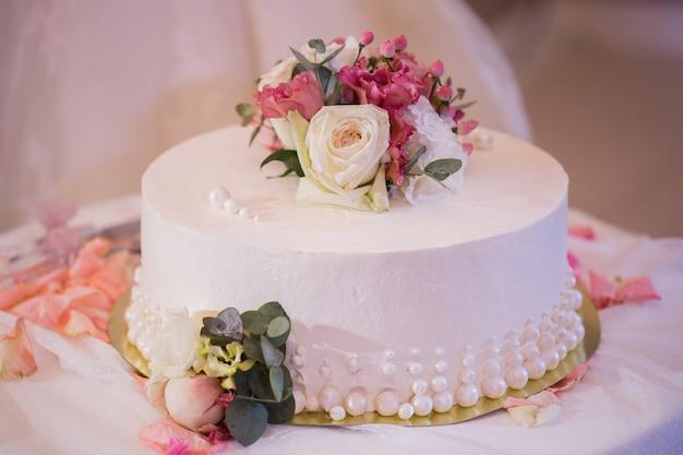 Piękny tort weselny