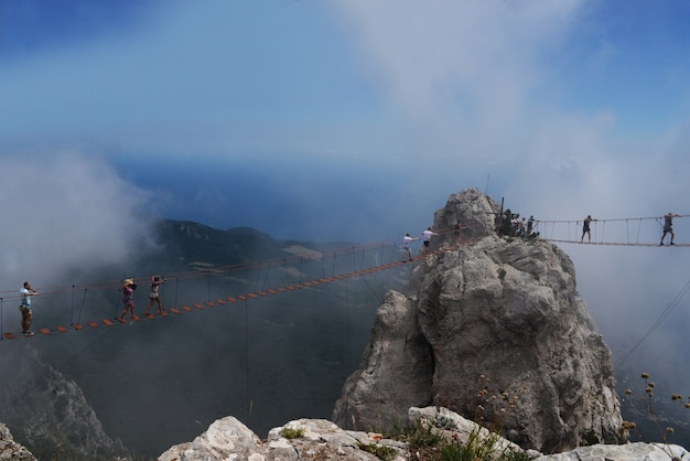 Piękny widoczny krajobraz na górach ai petri w yalta
