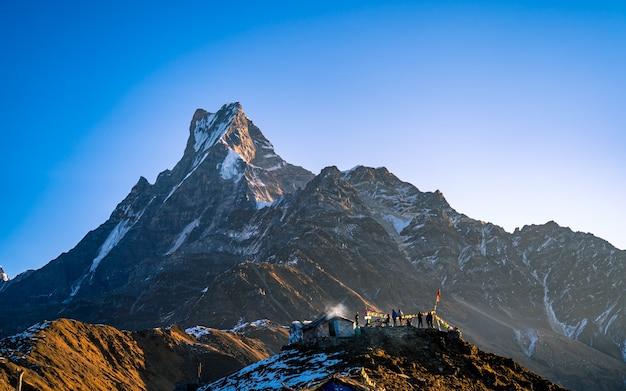 Piękny widok na góry annapurna południe, nepal.