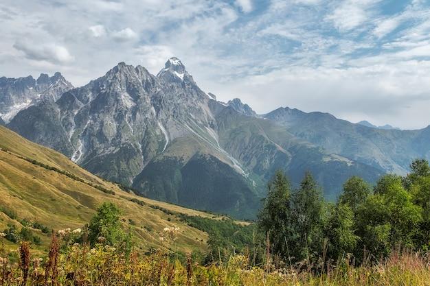 Piękny widok na góry ushba od strony zachodniej