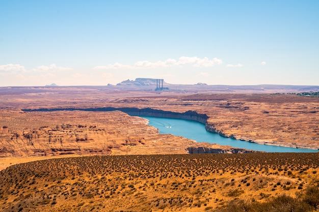 Piękny widok na jezioro powell w stanie arizona, usa